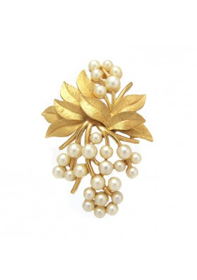 Vintage brooch LEAVES WITH PEARLS TRIFARI