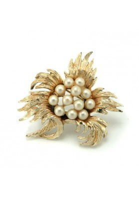 Vintage brooch with pearls USA